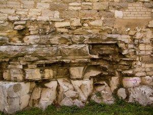 Стена каменногофундамента