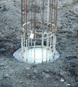 Заливка сваи бетоном
