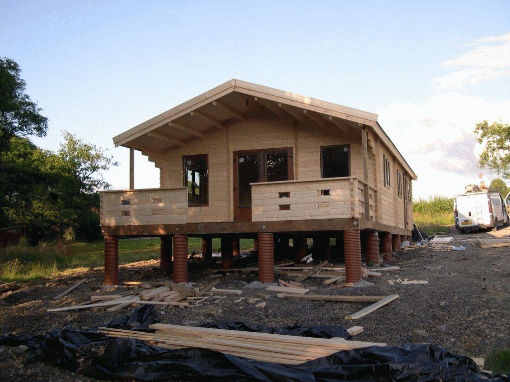 Как построить дом на сваях своими руками 564