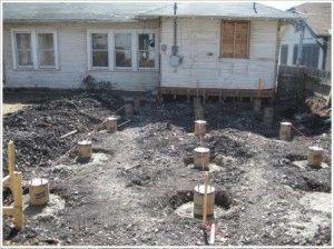 Установка столбов для фундамента деревянного дома