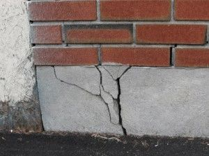 Трещина на фундаменте - признак разрухи