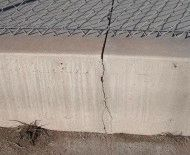Трещина на бетонном основании