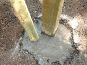 Заполненная бетоном яма