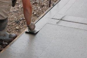 Укладка бетона, выравнивание