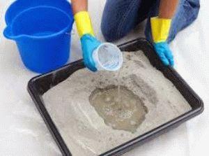 Смешивание ингредиентов для бетона