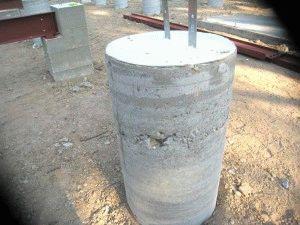 Стоб для фундамента после снятия опалубки