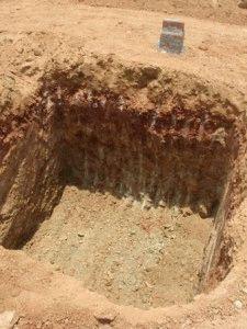 Котлован правильной формы раскопан спецтехникой
